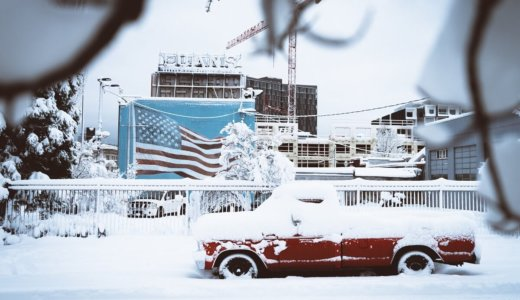 吹き溜まりの意味とは?雪の吹きだまりの影響と対策を解説