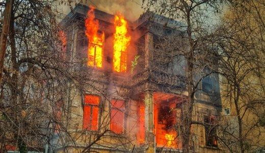 通電火災(電気火災)とは?原因と事例、消火と予防の方法は?